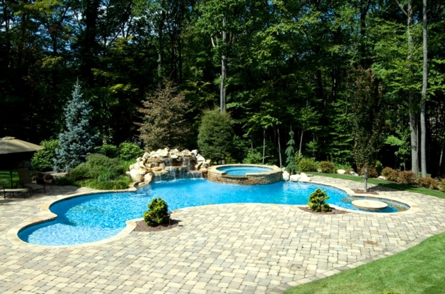Swimming pool in the garden build - tips that will help you plan