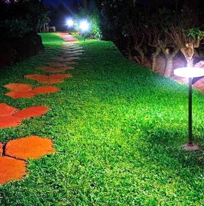 enjoy-the-garden-with-decorative-garden-lights-at-night-0-514