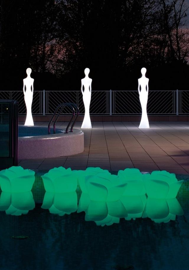Enjoy the garden with decorative garden lights at night