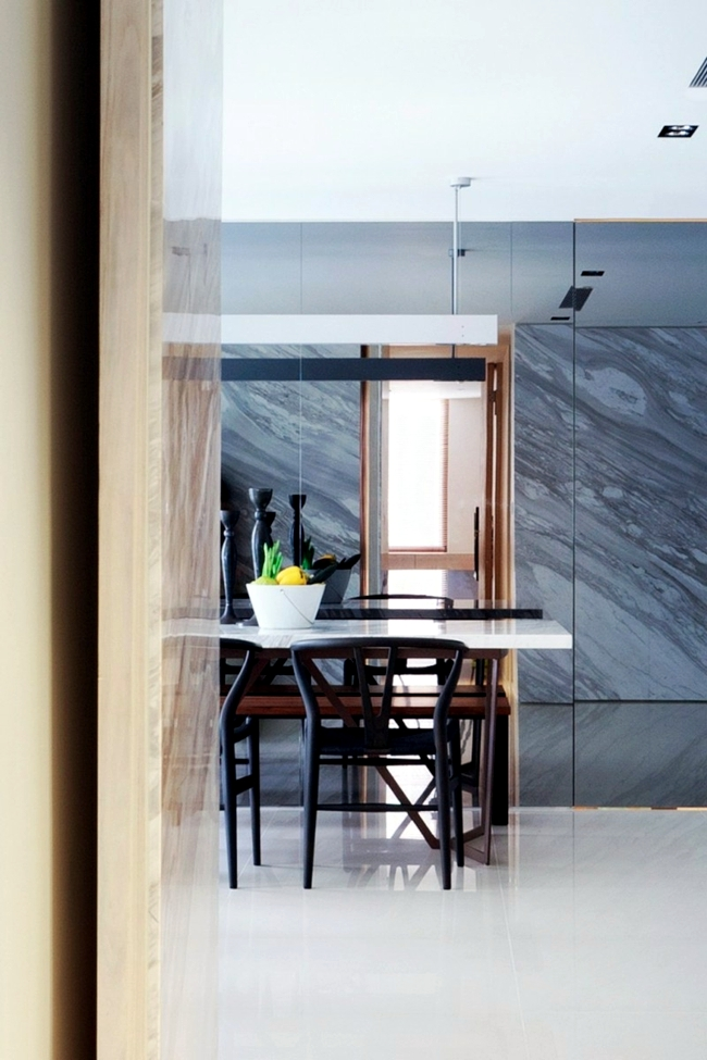 Marble shapes the creation of a small apartment in Taiwan