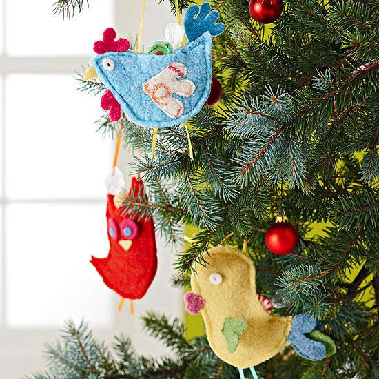 Fiddling Christmas tree decorations - 29 ideas for trailers felt