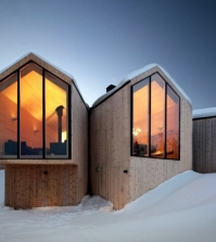 modern-wooden-house-in-norway-offers-a-breathtaking-panorama-of-mountains-0-526