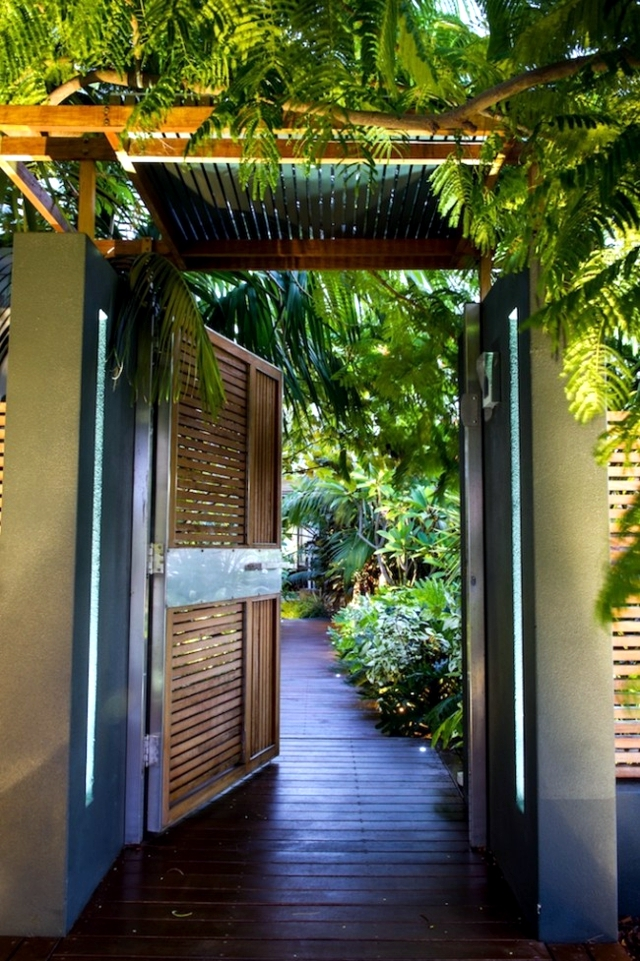 tree house in the garden - which creates an exotic oasis in the yard!