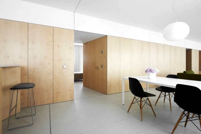 Apartment renovated in Spain - A wooden wall separating the chambers