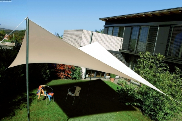 Custom shade sails for terraces Modern solar control ...