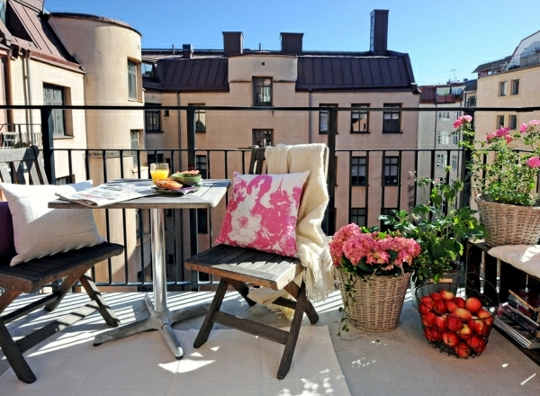 Design Small Balcony   Ideas With Colorful Furniture And Yard Plants