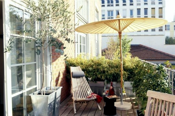 Design small balcony – ideas with colorful furniture and yard ...