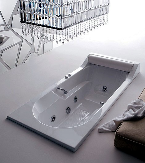 19/4 bath with a modern design and rich features