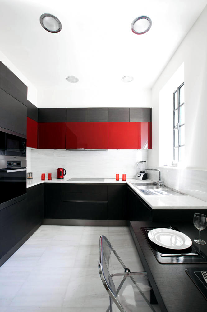 to hit red with elegant kitchen in black and white contrast