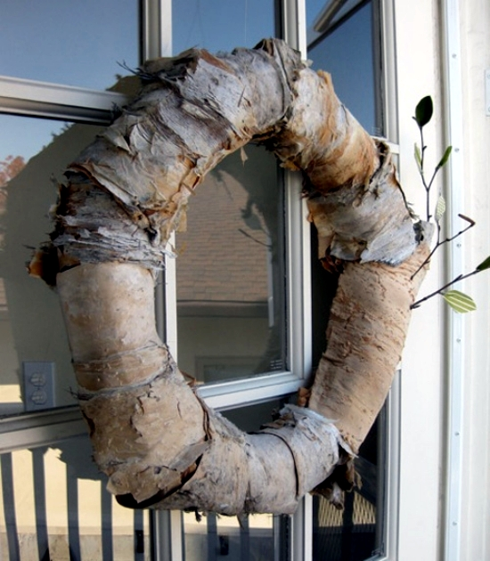 The Craft of decorative autumn wreath - natural looking to the front door