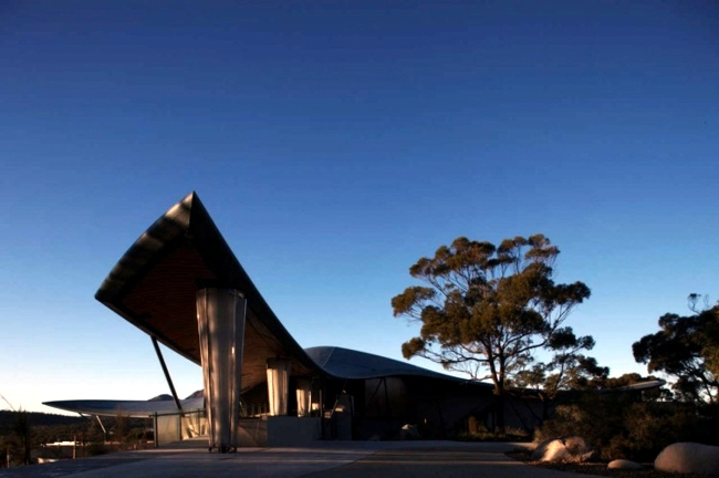 Hotel in Australia made a series of interior natural materials