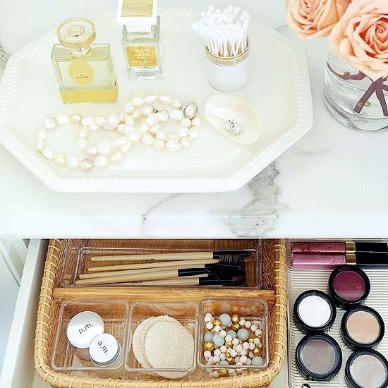 Ideas and tips to keep the substance makeup vanity