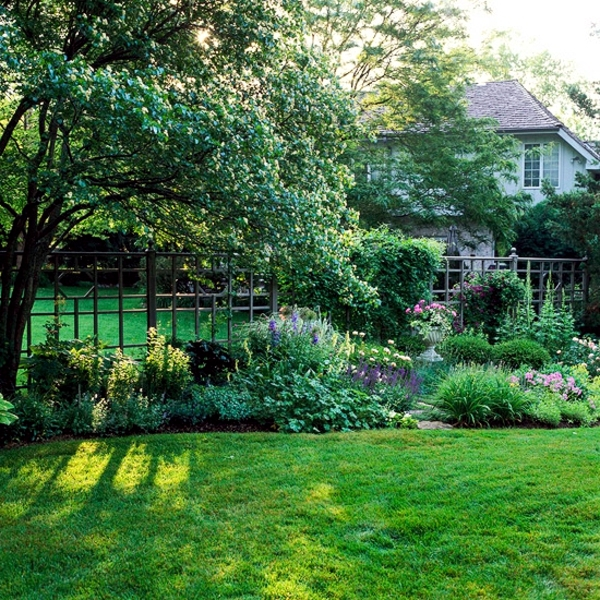 Grass in springtime - useful tips for gardeners