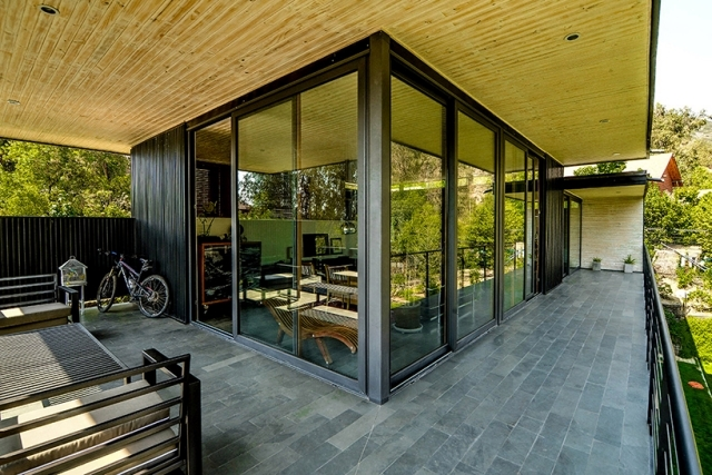 Contemporary house with flat roof metal facade coating Santiago