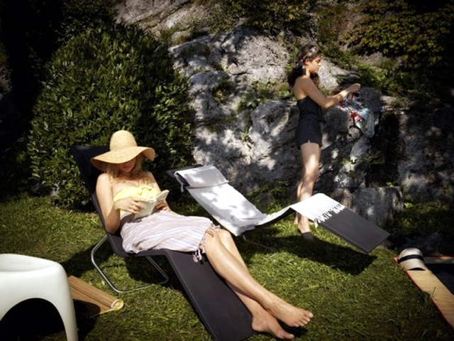 MVS reclining chairs: Vitra chairs allows sitting or lying
