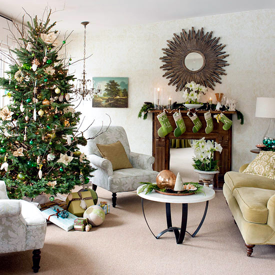Ideas for a brightly decorated Christmas tree with striking details