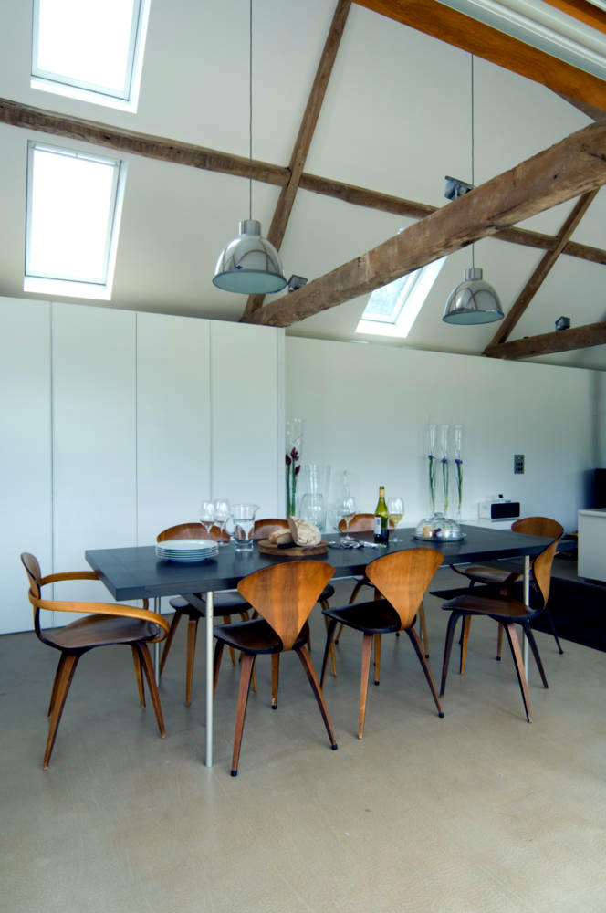 Long table loft interior design ideas ofdesign for Loft dining room ideas