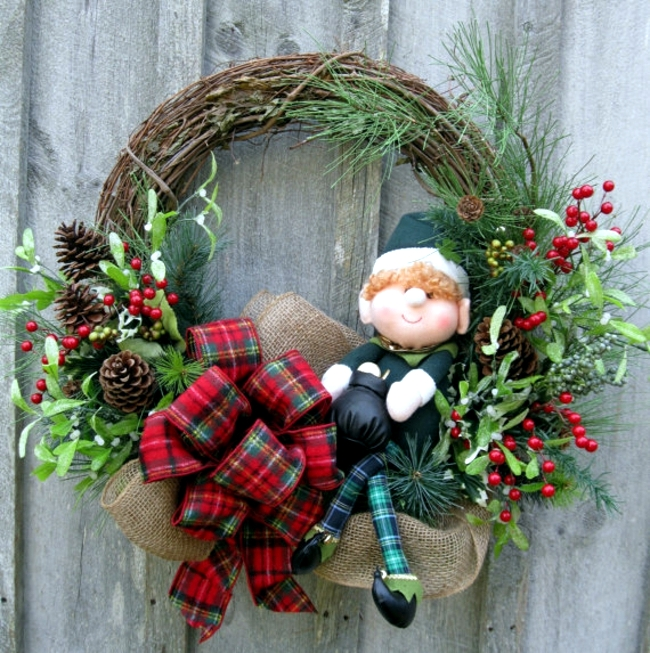 Make a christmas wreath and decorate with natural for How to make christmas door wreaths