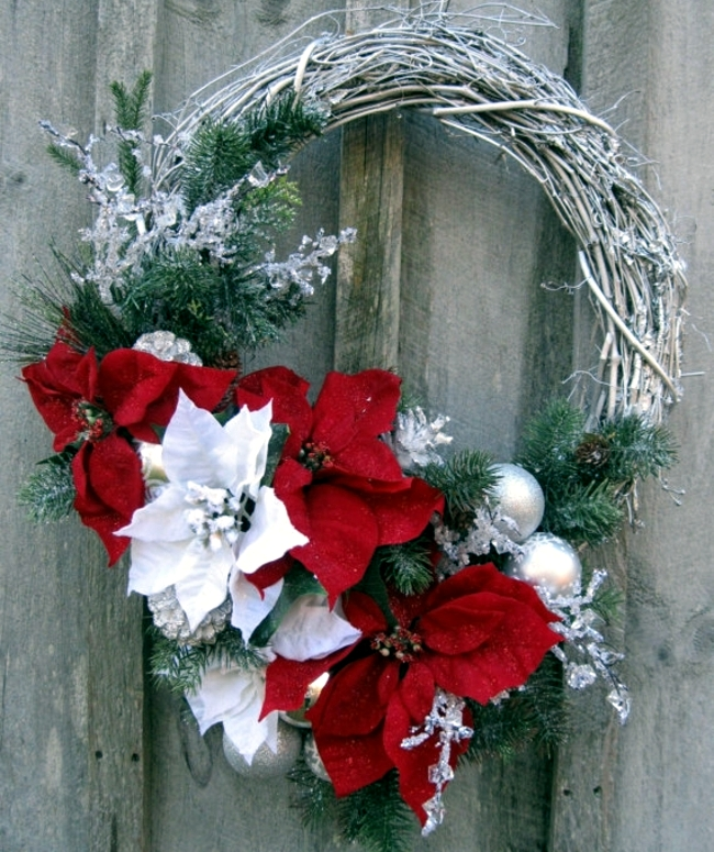 Make A Christmas Wreath And Decorate With Natural