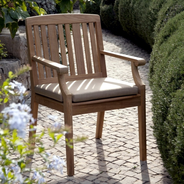 5 good reasons to choose the wooden garden chair