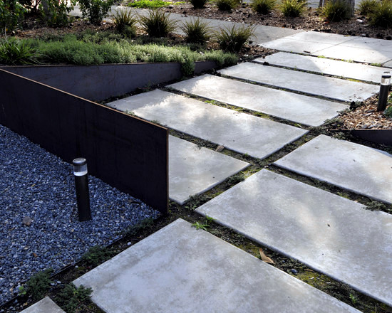 Concrete slabs lay in the garden - 20 ideas for bridges