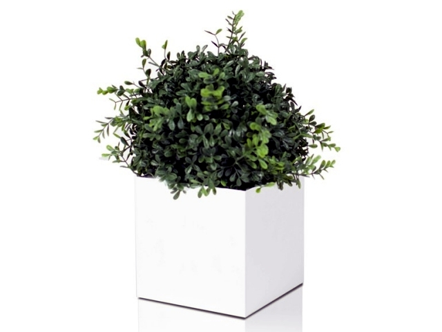 Inspired by Scandinavian iron planters - Linne of Röshults