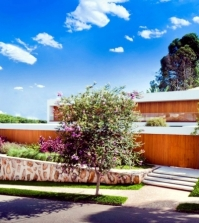 a-modern-home-offers-the-freedom-and-solitude-0-643