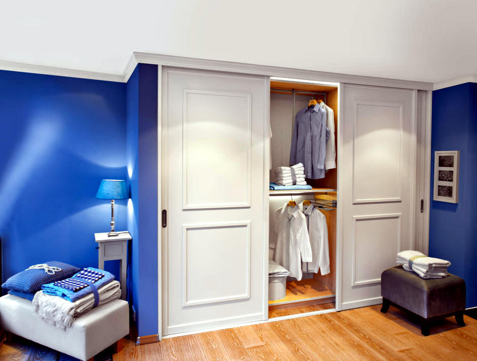 Built in wardrobe with sliding doors interior design for Built in sliding doors
