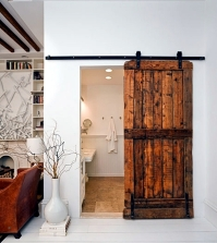 wooden-sliding-door-give-the-interior-a-rustic-touch-0-646