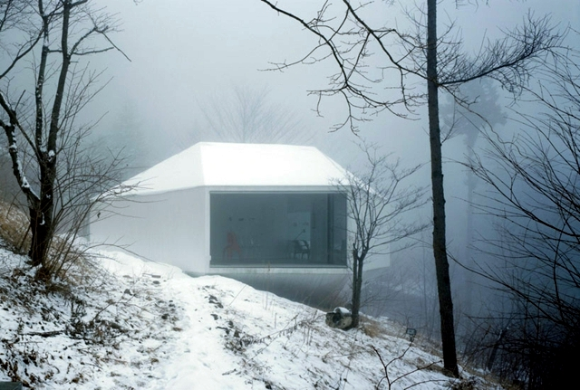 Small villa with a glass facade opens onto the landscape