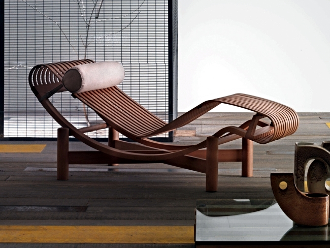 lc4 chaise longue with A Lounge Chair Outdoors Designed Finally Made In 1940 2 2212 on Lecorbusier lc4 chaiselounge b likewise Cassina 522 Tokyo Outdoor Door Charlotte Perriand furthermore Design Icons Le Corbusier additionally New Le Corbusier Lounge Chair together with Salon Con Vistas.