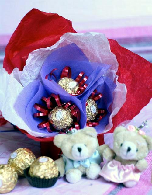 Gifts for Mother's Day craft itself - Bouquet of sweets