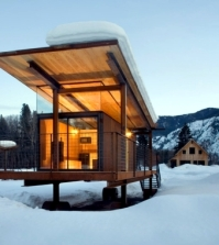 modern-wheeled-cabins-offer-a-cozy-atmosphere-and-mountain-panorama-0-662