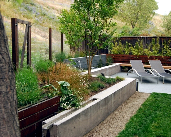 Water features in the garden 75 ideas for the design of for Garden fence features