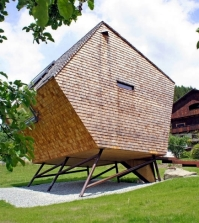 extreme-ufogel-design-house-offers-a-holiday-experience-0-672