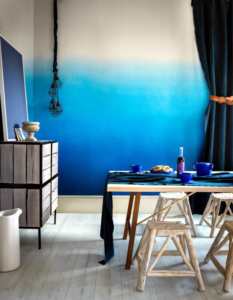 Dining room 蓝色渐变墙的餐厅
