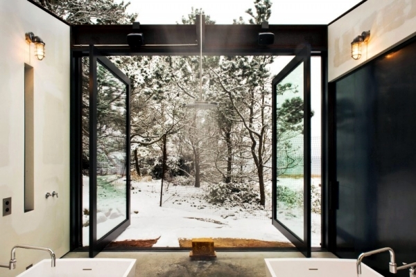 House of wood and steel that offers live in harmony with nature