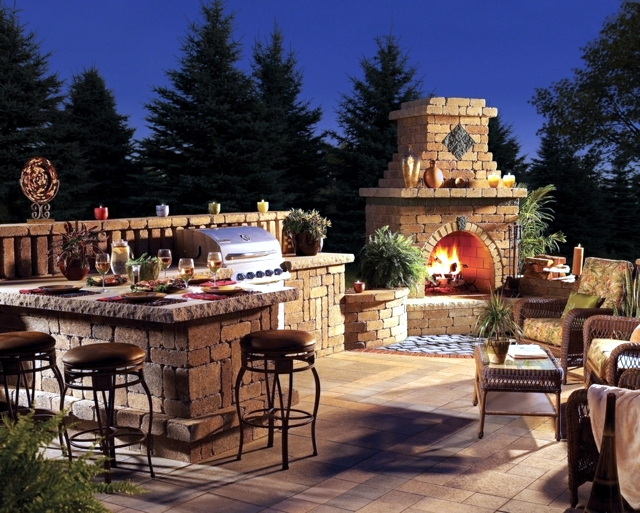 Stone barbecue fireplace - the highlight in the garden
