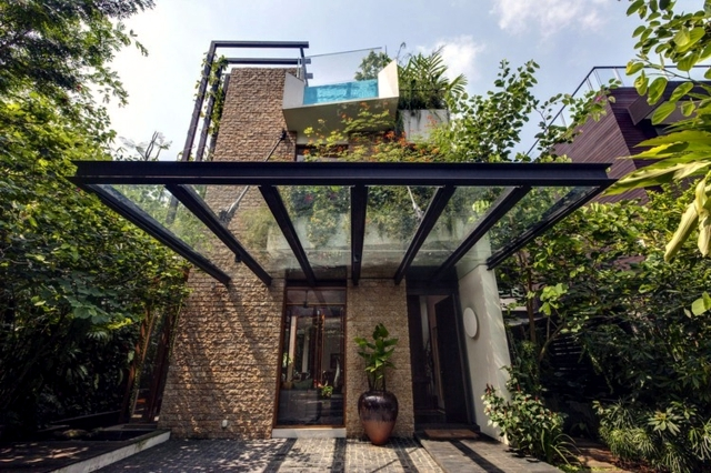 Villa stone and exotic glass in the middle of the urban jungle