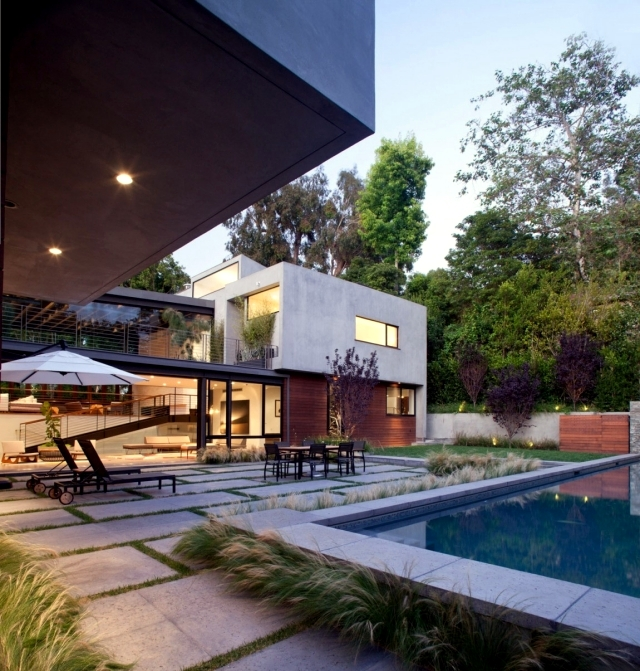 Modern House in Los Angeles surrounded by a charming landscape
