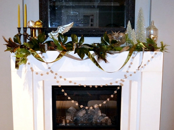 Decorate happily coats - Ideas for Christmas decorations for the fireplace