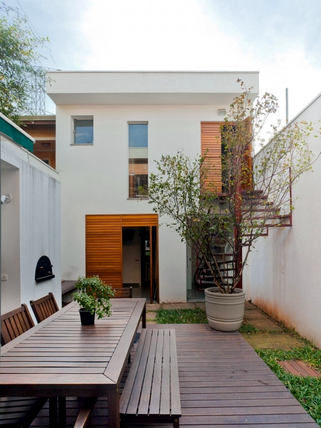 Modern house in a narrow land in São Paulo