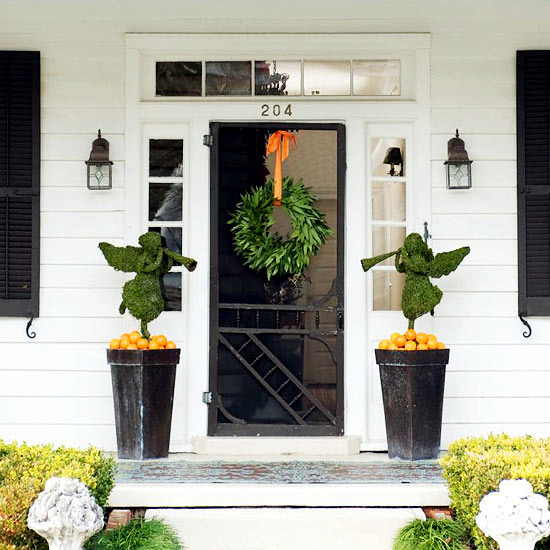 The entrance festive decorating ideas for Christmas decorations