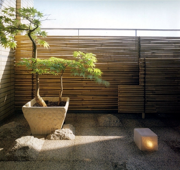 Privacy for the balcony with plants and bamboo mats