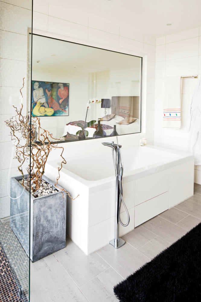 The Bathtub In The Bathroom Light Interior Design Ideas Ofdesign