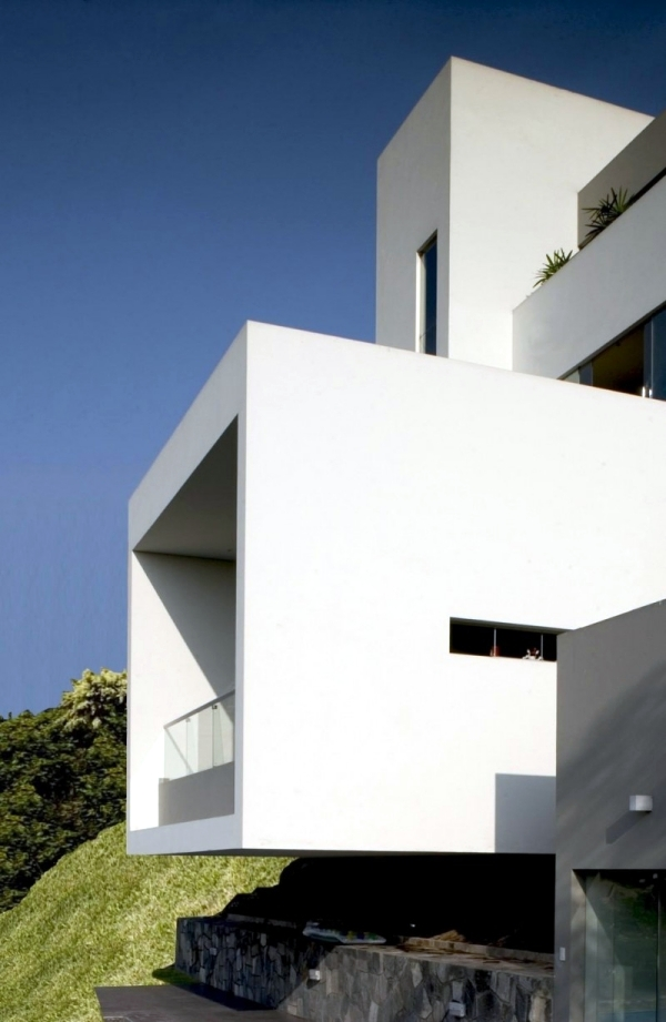 Modern house in a pending purchase beautiful views of Lima