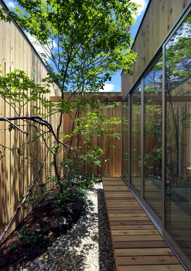 Modern minimalist house with garden in Nishimikuni, Japan