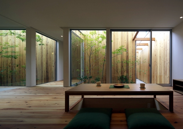 Modern minimalist house with garden in nishimikuni japan for Asian minimalist interior design