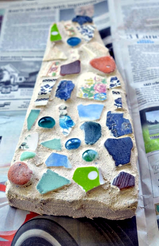 Stepping Stones with mosaic pattern - easy craft idea to make your own