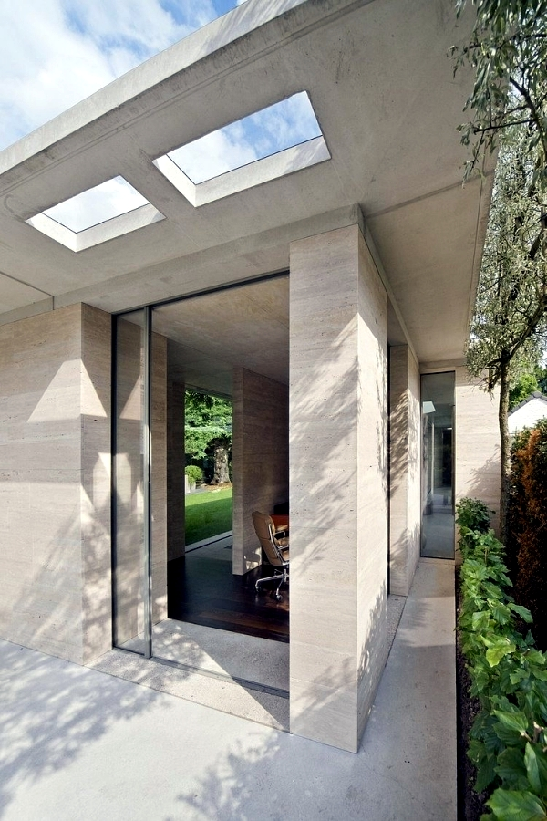 House made of concrete and glass fascinating minimalist for Concrete minimalist house